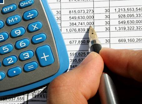Image of calculating numbers for business loans